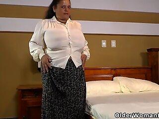 Latina BBW Rosaly laat ons genieten van haar Grote Borsten en enorme Kont