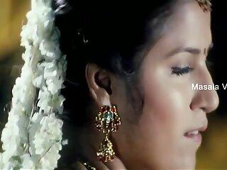 Shruthi Mahotras Saftig Nabel in Saree mit niedriger Hüfte