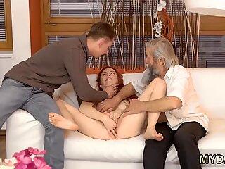 Alter Mannfick Thai Erstes Mal Situation war Komisch, aber Vanessas Neugier gewann. - Pralinka.