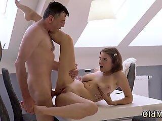 Remaja kasar seks dan ibu tua gadis muda tua pintar lelaki dengan gadis muda muda - Marina Visconti