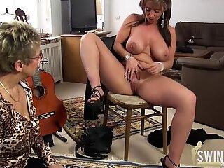 Vecchie lesbiche con grandi tette