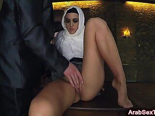 Vollbusige Araberin Baby zufrieden mit Fett Schwanz